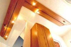 Einzelstuecke_Deckengestaltung-in-massiven-Erlenholz