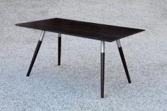 Einzelstuecke_Tisch-Buchenholz-massiv-dunkel-gebeizt-mit-schraegen-Fueszen-in-Edelstahlhalterung-01