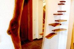 Garderobe_Vorraumgestaltung-in-massiven-Zwetschkenholz-mit-Edelstahl-kombiniert