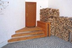 Holz-im-Auszenbereich_Stiegenaufgang-in-massiven-Laerchenholz-mit-Edelstahl-und-Stein-kombiniert
