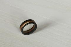 Ringe_Ring-aus-Ebenholz-mit-schraeger-Mittellage-aus-Eibenholz-inkl-Splintholz