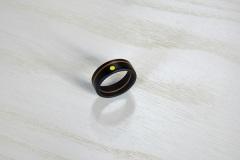 Ringe_Ring-aus-Ebenholz-und-Ebe-mit-gelben-Kristallen-von-Swarovski-R