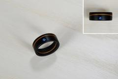 Ringe_Ring-aus-Ebenholz-und-Eibe-kombiniert-mit-blauen-Kristallen-von-Swarovski-R