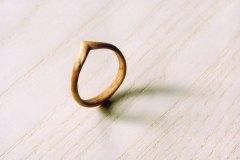 Ringe_Ring-aus-Fichtenholz-geschnitzt