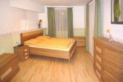 Schlafzimmer_Schlafzimmer-aus-massivem-Eichen-und-Eschenholz