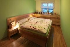Schlafzimmer_Schlafzimmer-in-Kernesche-massiv-Oberflaeche-geoelt-01