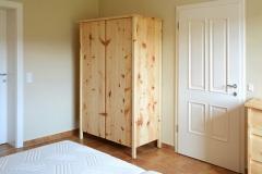 Schlafzimmer_Zirbenholzkasten-gebuerstet-und-geoelt