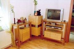 Wohnzimmer_Wohnzimmer-in-massivem-Birken-und-Kirschholz-01